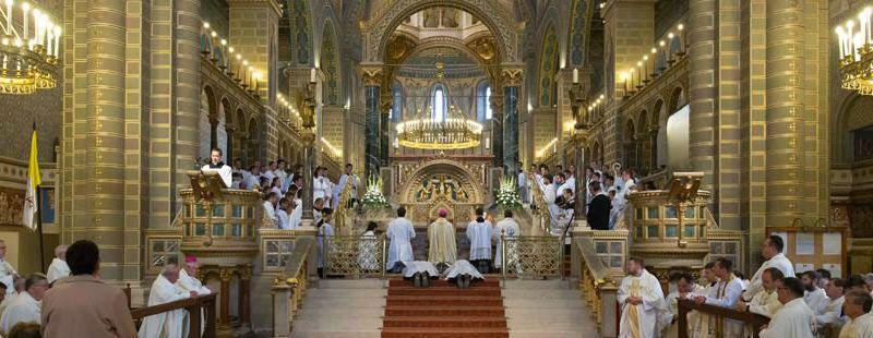 CSÜTÖRTÖK - Papokért, szerzetesekért és új hivatásokért